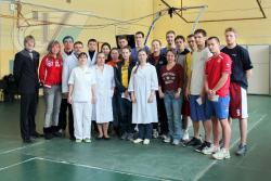 Члены женской и мужской сурдлимпийских сборных команды России по баскетболу в НИИ спорта