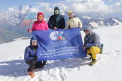 Альпинисты из РГУФКСМиТ при подъеме на Эльбрус «омолодили» участника экспедиции на 15 лет