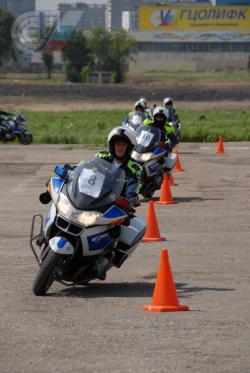 Сотрудники ГИБДД  успешно прошли контраварийную предсезонную подготовку и теперь смело могут пересесть с автомобиля на мотоцикл