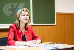 Заведующая кафедрой иностранных языков и лингвистики РГУФКСМиТ Елена Комова: Приходилось переводить такие вещи, которые по-русски сложно объяснить